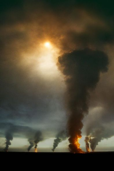 Burning oil field, Ahmadi Oil Fields, Kuwait, 1991, Phaidon, Iconic Images, final book_iconic